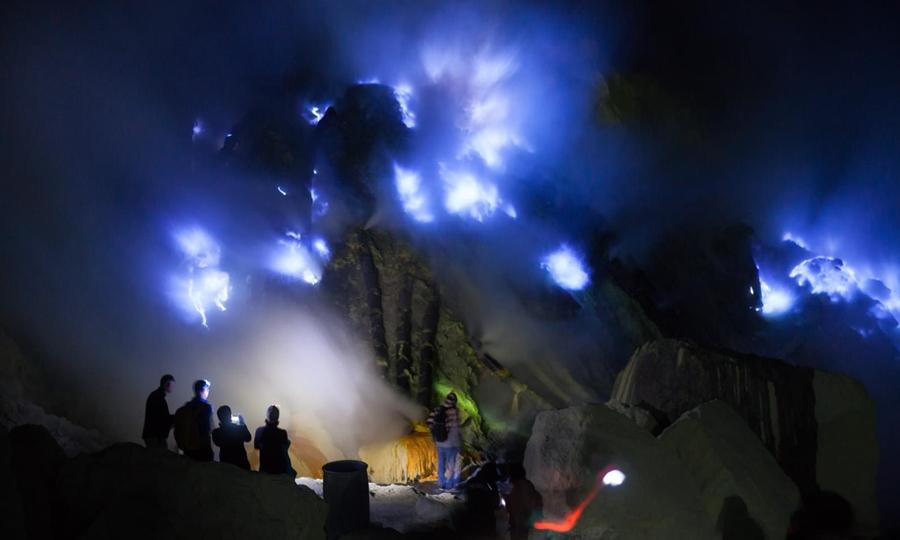 Gunung Ijen pesona wisata gunung terindah di Indonesia