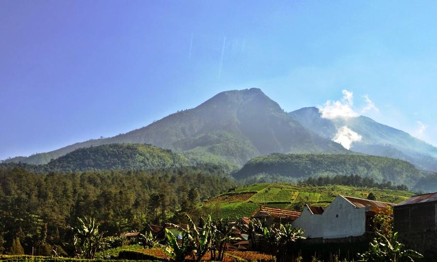 Gunung Lawu wisata gunung terindah di Indonesia.