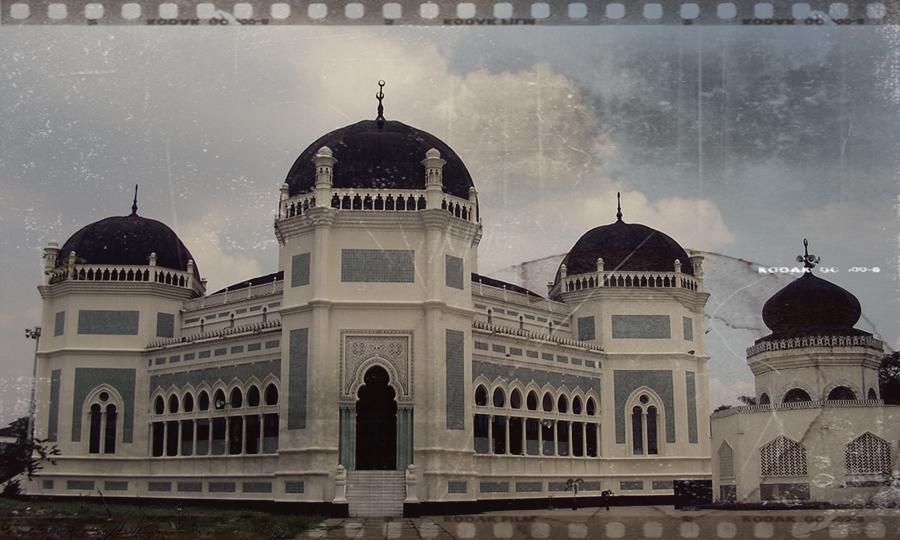Masjid Raya Medan tempat bersejarah di Indonesia.