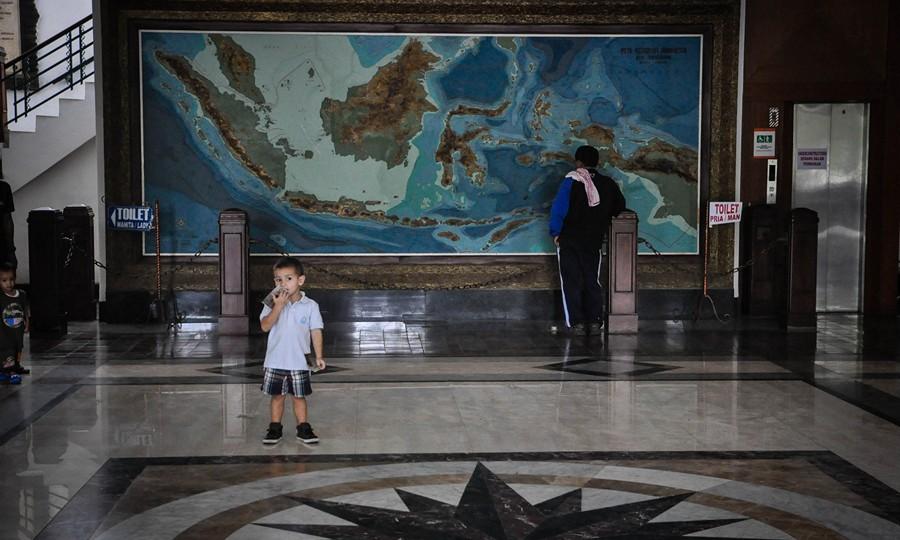 Anak Selfie di Museum Geologi Bandung