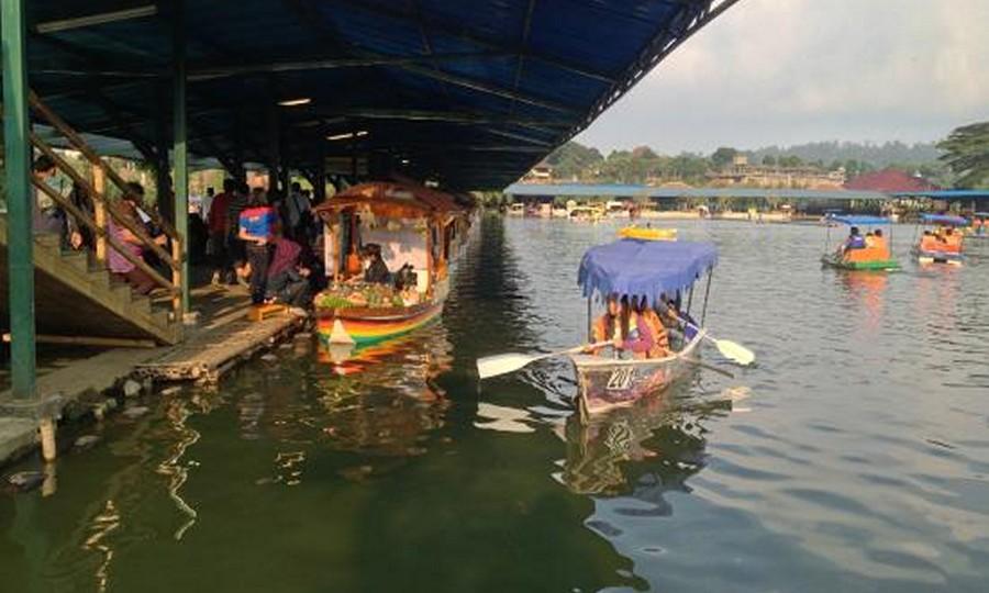 Floating Market Lembang Airnya Tenang