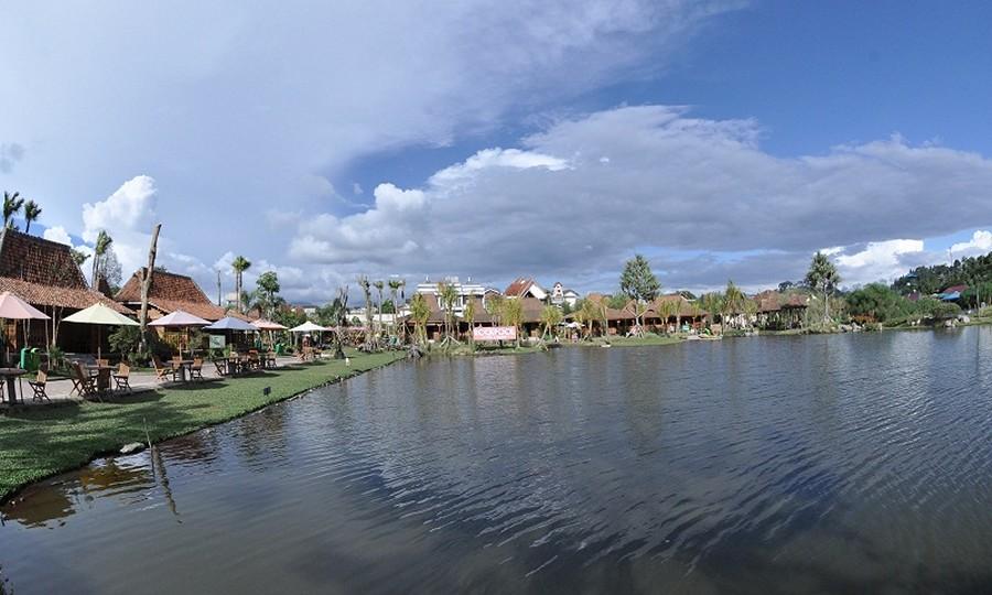 Floating Market Lembang Cuaca Cerah