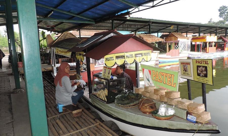 Jajanan Kuliner Floating Market Lembang
