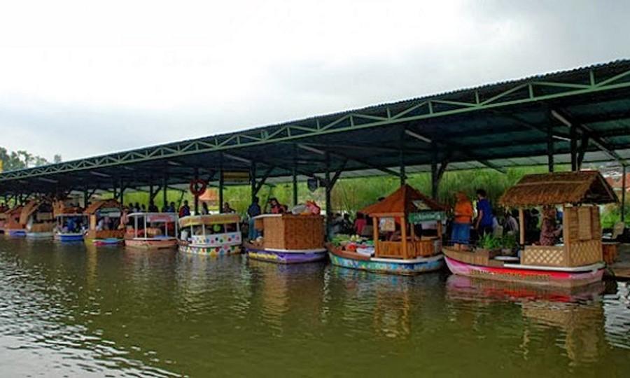 Kios Kuliner Floating Market Lembang