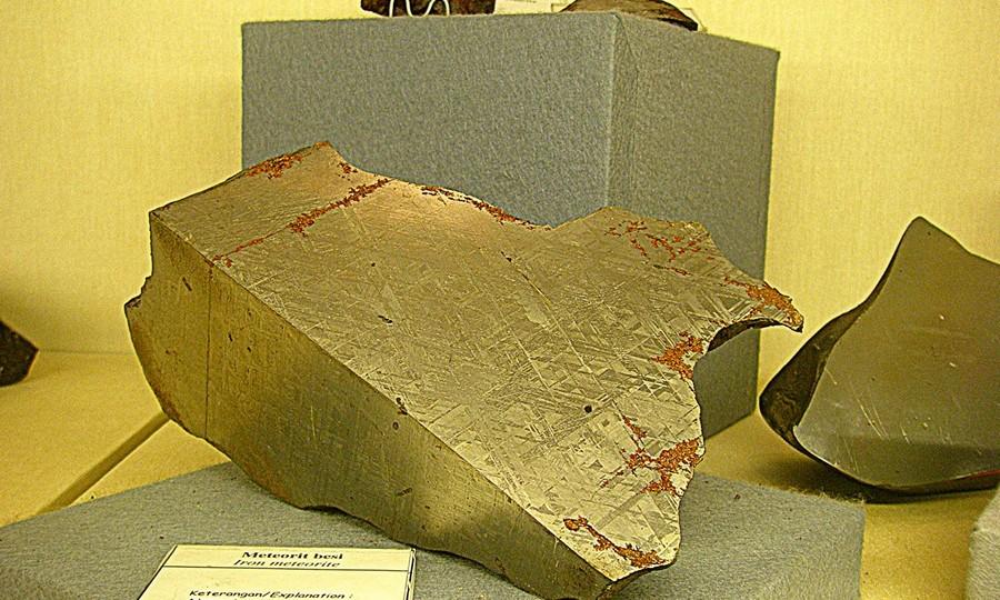Koleksi Meteorit Besi di Museum Geologi Bandung