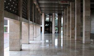 Lorong Masjid Istiqlal Indonesia