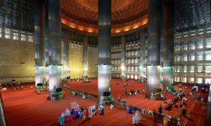 Ruang Shalat Dalam Masjid Istiqlal