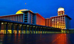 Masjid Istiqlal Warna-warni