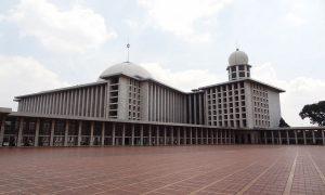 Pelataran Masjid Istiqlal Indonesia