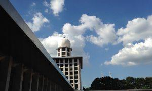 Cuaca cerah di Masjid Istiqlal