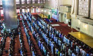 Shalat jamah di Masjid Istiqlal