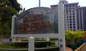 Papan Nama Masjid Istiqlal Jakarta