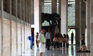 Santai berkunjung ke Masjid Istiqlal