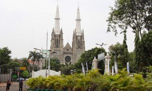 Gereja Katedral difoto dari Masjid Istiqlal