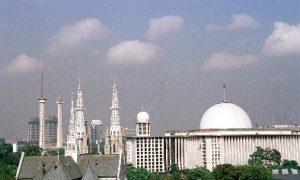 Masjid Istiqlal dan Gerja Katedral berdampingan