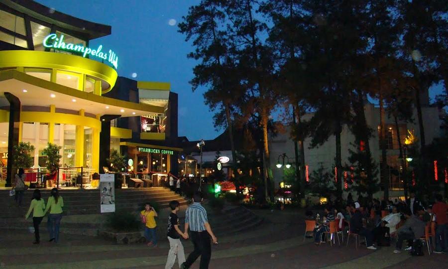 Nongkrong Malam di Cihampelas Walk