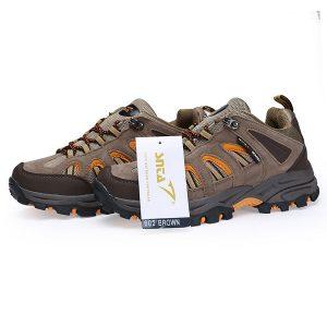 Sepatu Gunung Wanita terlihat anggun