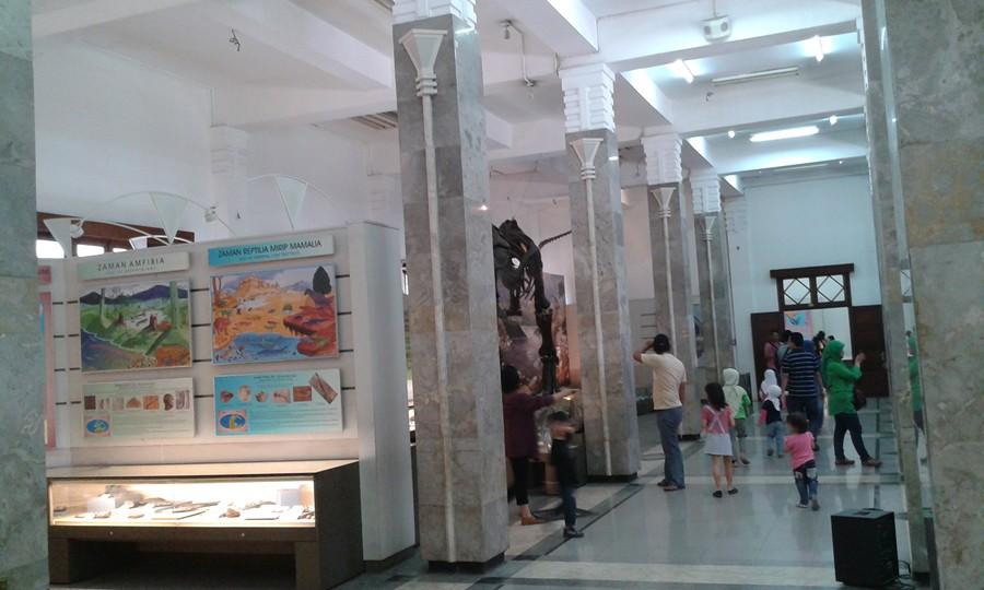 Suasana di Museum Geologi Bandung