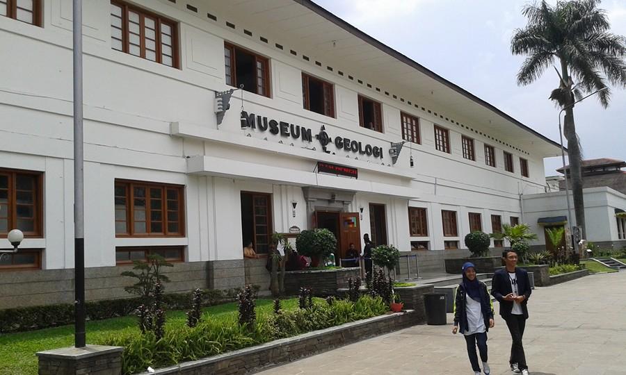 Wisata Santai ke Museum Geologi Bandung