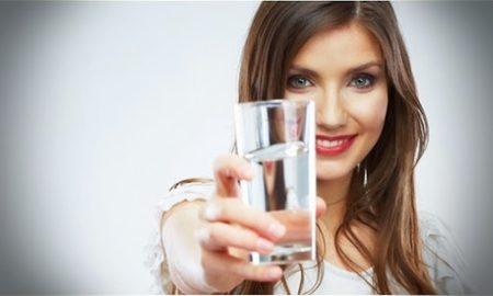 Manfaat minum air putih di malam hari