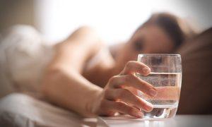 minum air saat bangun tidur, manfaat minum air