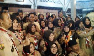Kak Emil sempatkan foto-foto usai pamit dari jabatan Ka Mabicab Pramuka Kota Bandung