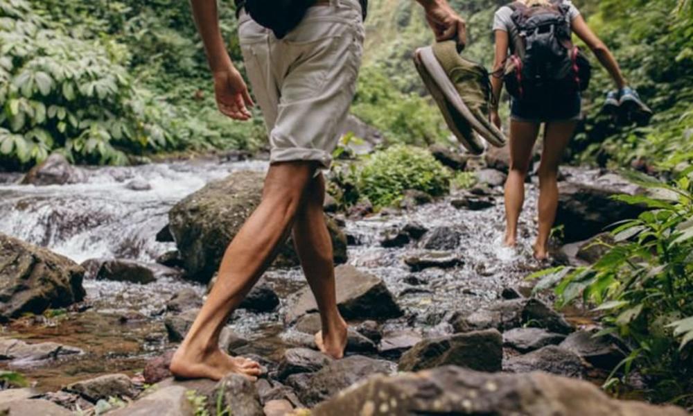 beraktivitas tanpa alas kaki