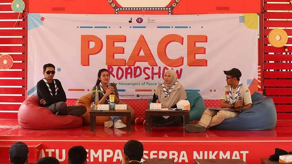 peace talkshow on stage gofood festival